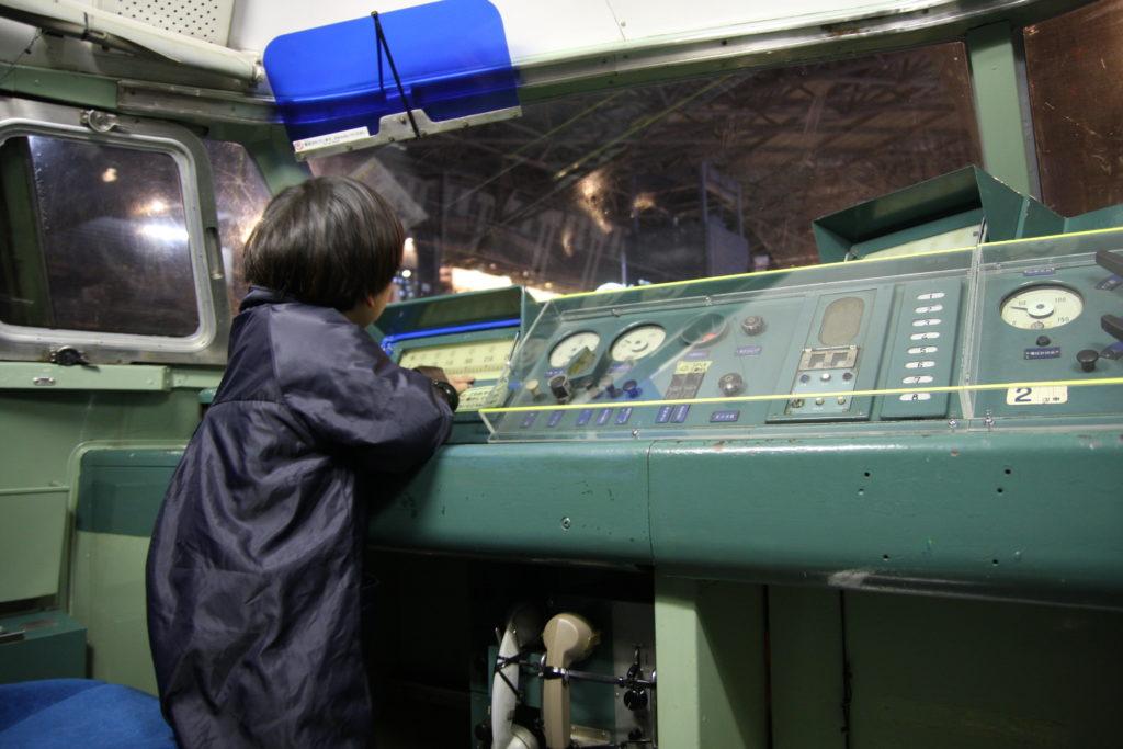 新幹線の運転席