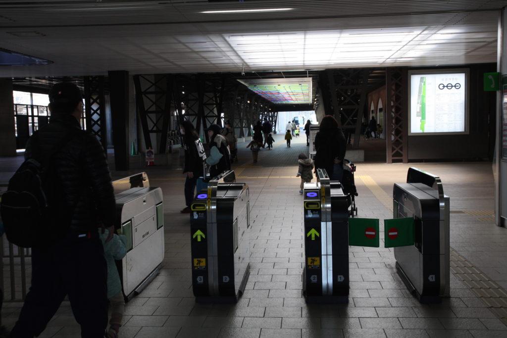 鉄道博物館駅の改札