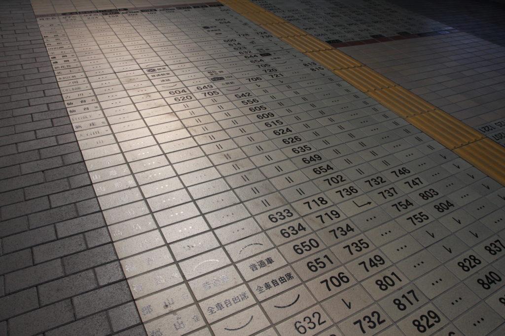 時刻表になっている鉄道博物館の床